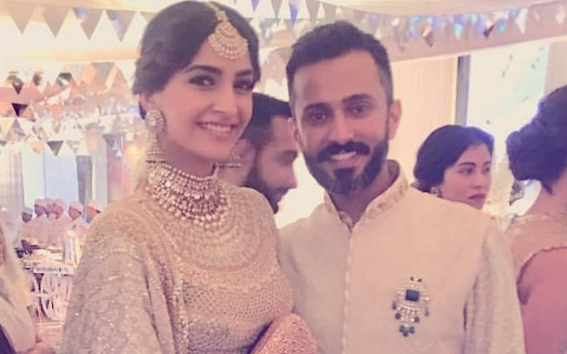 20 Pics From Sonam Kapoor-Anand Ahuja's Mehendi Ceremony That You Just Cannot Miss