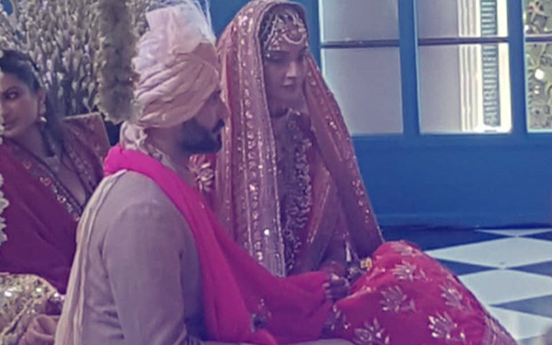 Here's The First Picture Of Sonam & Anand From Anand Karaj