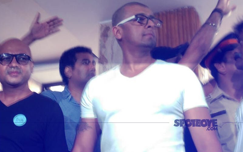 Sonu Nigam Has Done It! Goes BALD After Being Challenged By Maulavi