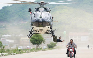 Akshay Kumar Pulls Off A Helicopter Stunt For Sooryavanshi; Takes Us Back In Time To His Khiladi Days