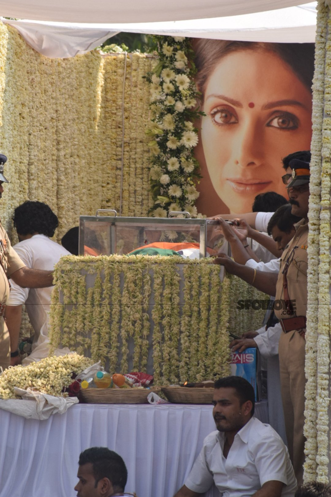 sridevi final journey in a decorated truck