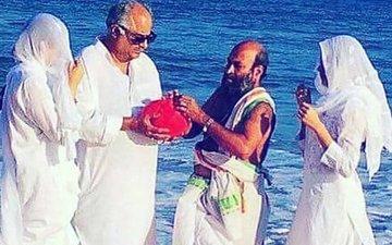 Janhvi, Khushi & Boney Immerse Sridevi's Ashes In Rameswaram