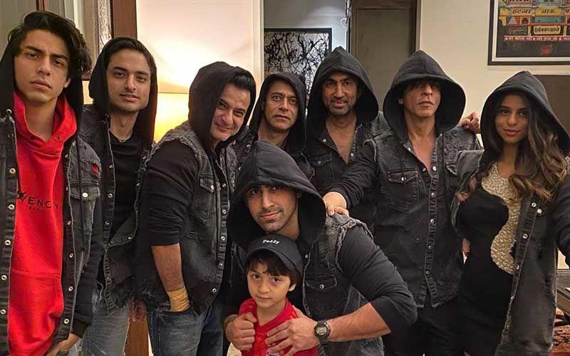 New Year 2020: Shah Rukh Khan With Kids- Aryan, Suhana, AbRam- Looks Every Bit Cute In This Family Portrait