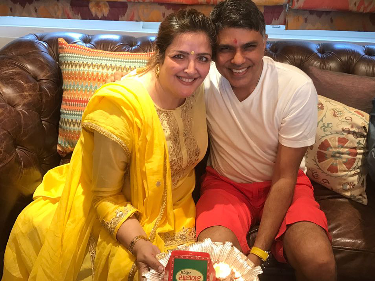 sunaina roshan with doctor