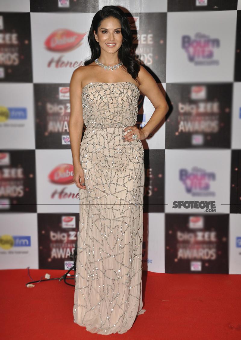sunny leone at big zee awards 2017