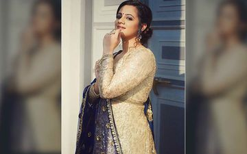 Sure Nava Dhyas: Spruha Joshi Is A Sight To Behold In A Dazzling Anarkali Gown