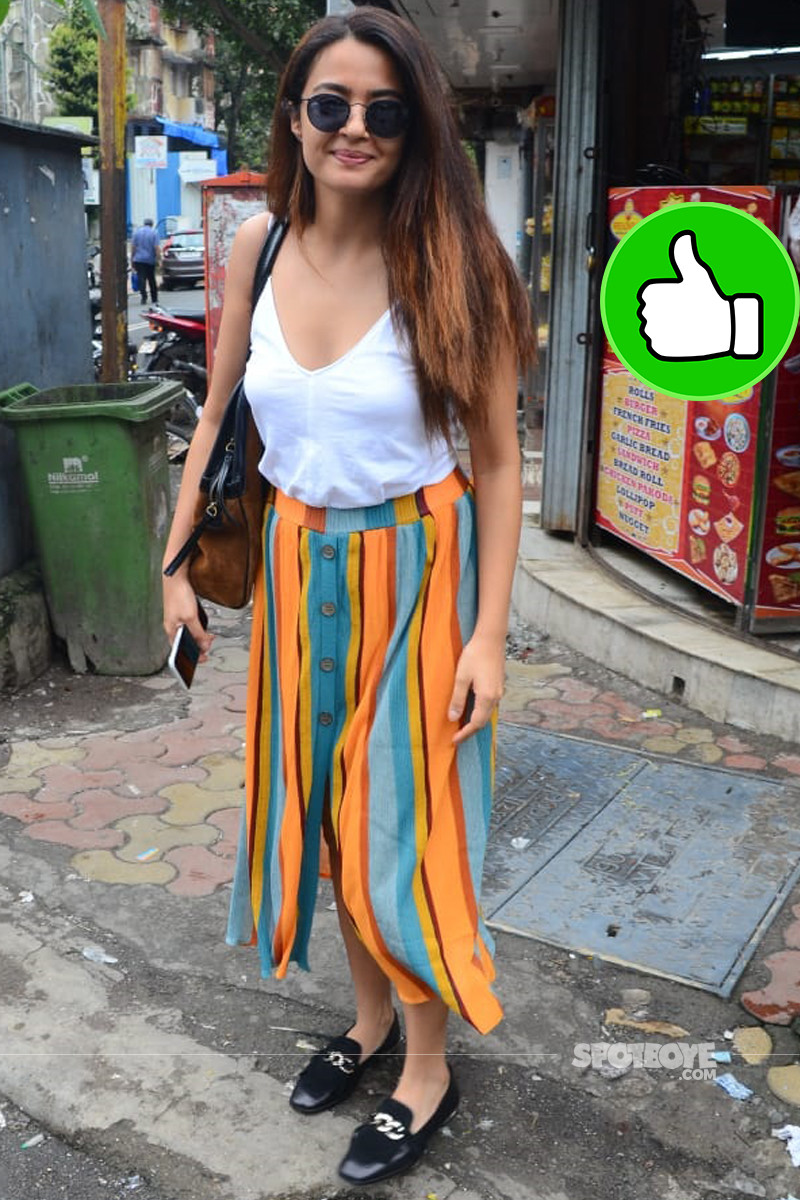 surveen chawla is all smiles for the shutterbugs