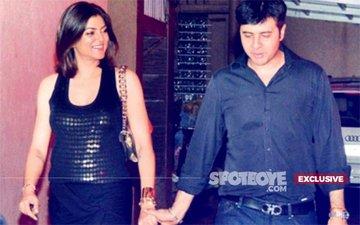 WHAT BREAK-UP? Sushmita Sen ROMANCES Beau Ritik Bhasin In Public