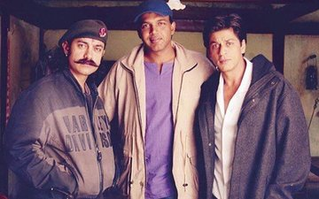 These UNSEEN PICS Of Shah Rukh, Aamir & Ashutosh From The Sets Of Swades Are GOLD!