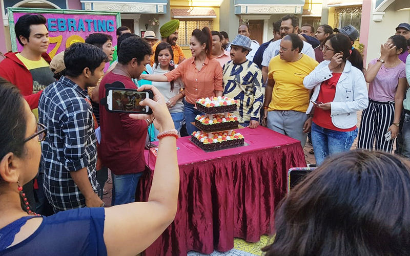 Taarak Mehta Ka Ooltah Chashmah Completes 2700 Episodes; Team Celebrates With Cake-Cutting Ceremony