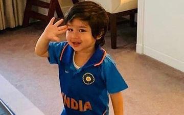 India Vs Pakistan World Cup 2019: इंडियन जर्सी पहने तैमूर अली खान ने दी टीम इंडिया को सलामी, देखिए तस्वीर