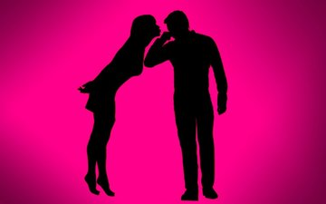 This Heroine's 1st Boyfriend Kissed Her In School And Realised She Suffers From Bad Breath!