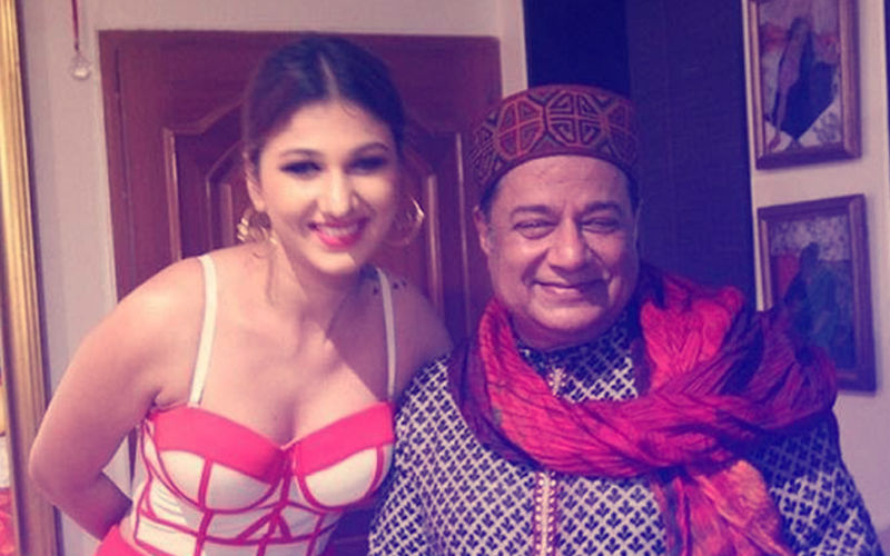 Bigg Boss 12 Unseen Footage: Jasleen Matharu Does Not Want To Share Bed With Anup Jalota