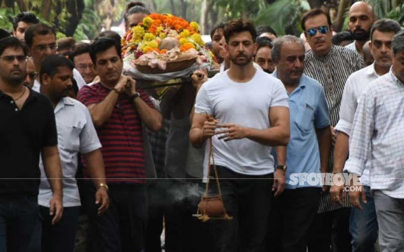Hrithik Roshan's Grandfather J Om Prakash Funeral: Actor Performs Last Rites