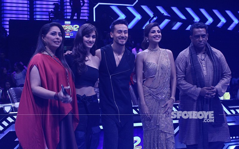 Tiger Shroff & Disha Patani Promote Baaghi 2 On Super Dancer 2