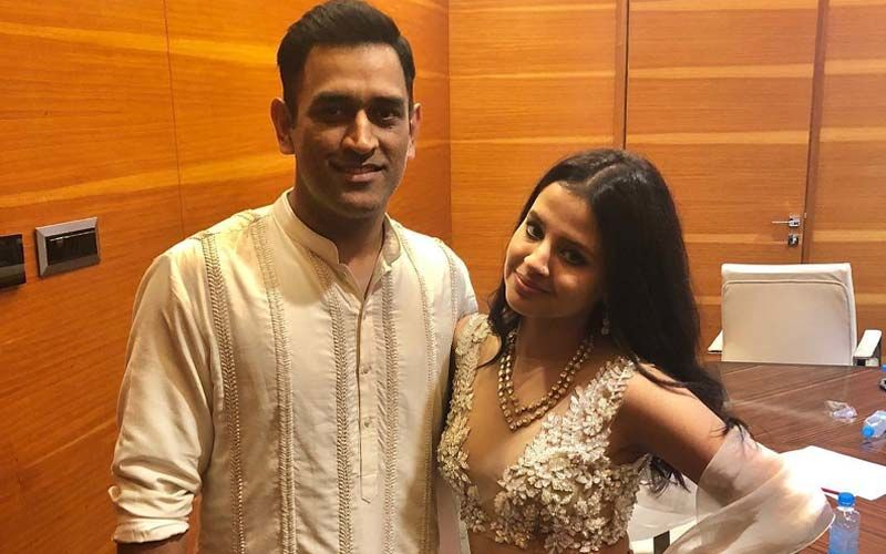 MS Dhoni's Wife Sakshi Dhoni Is Classy And Funky At Once; Check Out Her Pics HERE