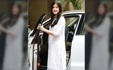 Bollywood-Ready Shanaya Kapoor Oozes Elegance In A Plain White Kurta-Pyjama Post Dance Class