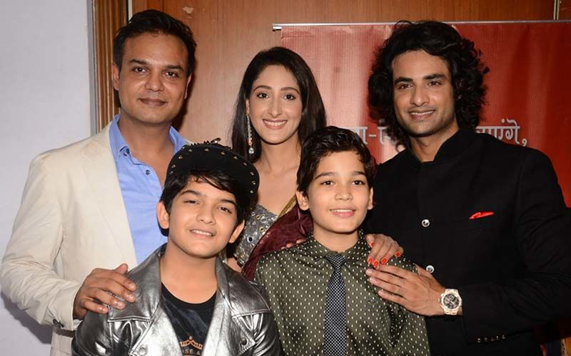 Onscreen Radha Krishna and Ram Siya Glam Up For The Screening of Ram Siya Ke Luv Kush