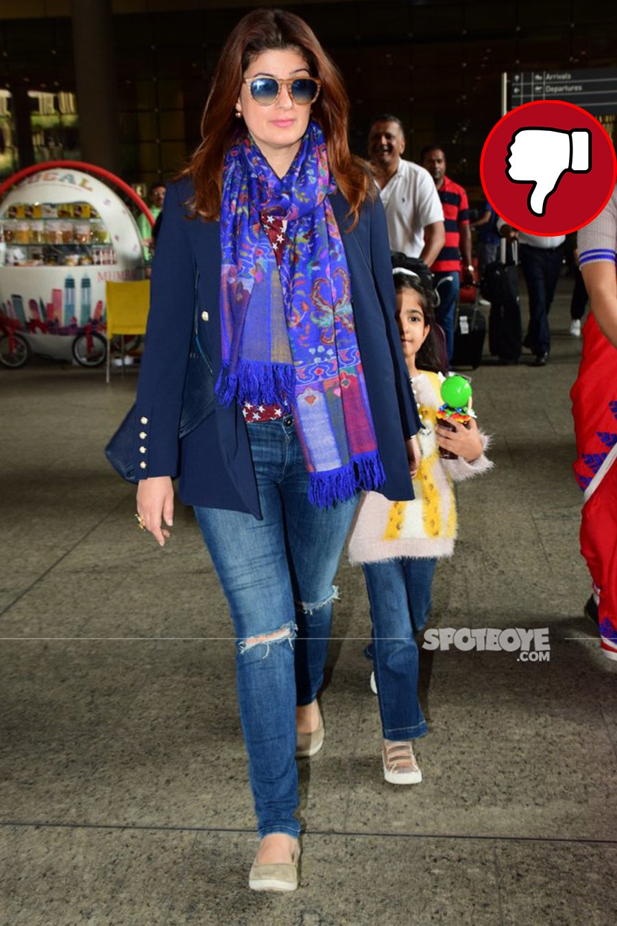 twinkle khanna with daughter nitara at the airport