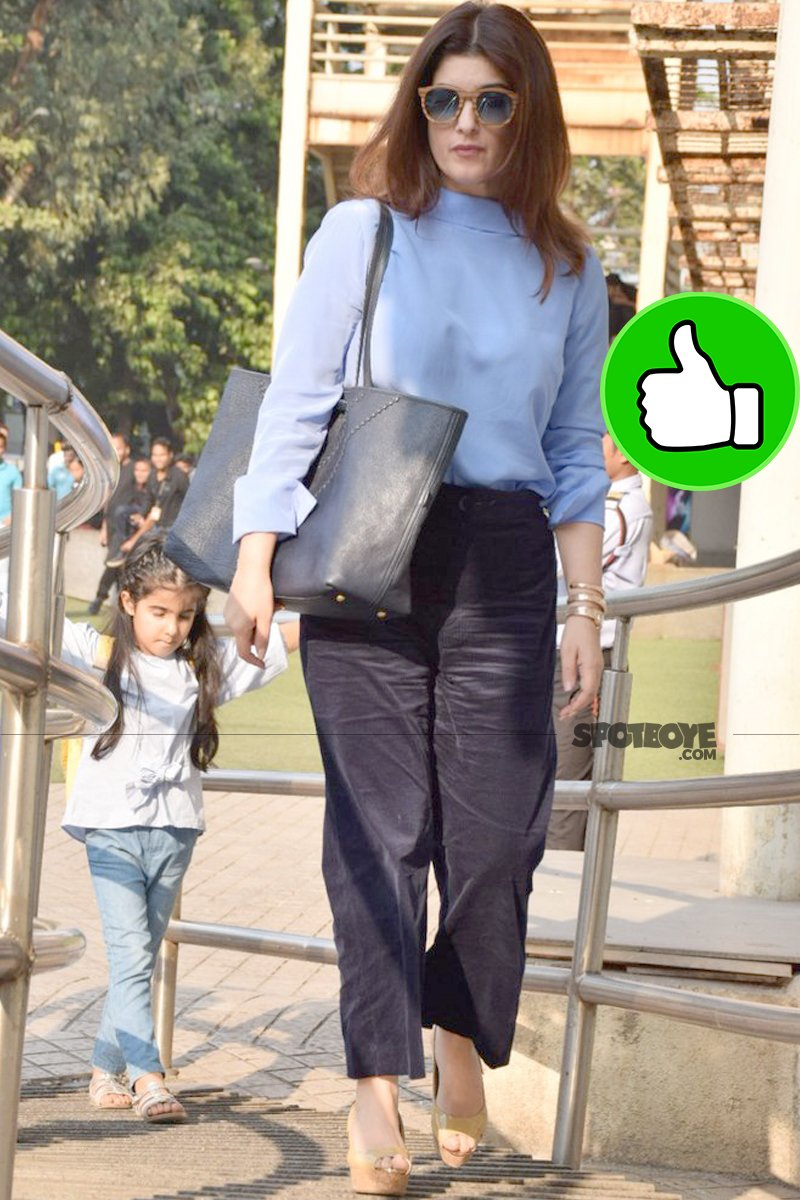 twinkle khannna with daughter nitara at pvr