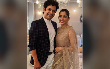 Umesh Kamat And Priya Bapat's Scintillating Couple Pictures Are Breaking The Internet Today!