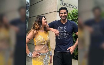 Vaibhav Tatwawadi And Prajakta Mali's Off Stage Chemistry Is Strongly Brewing