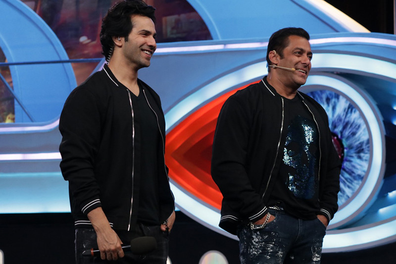 varun dhawan and salman khan on the bb12 stage