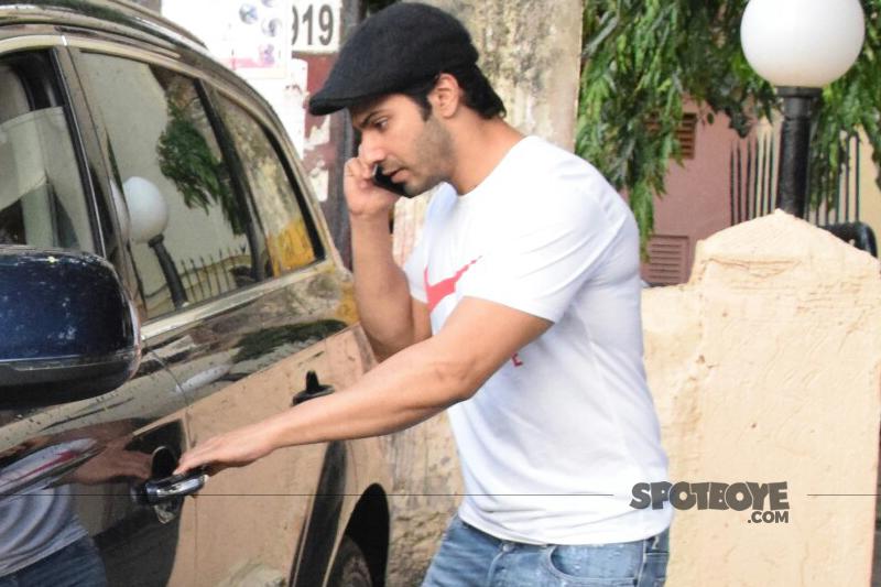 varun dhawan getting into his car