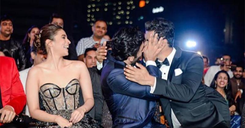 64TH Filmfare Awards 2019: Ranbir Kapoor-Vicky Kaushal's Hot Liplock