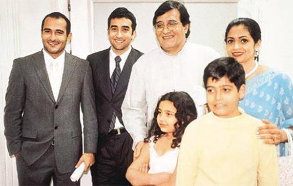 vinod khanna family pic