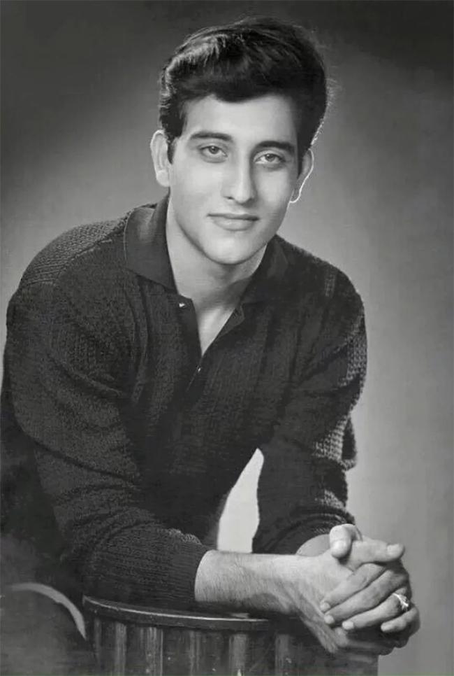 dayavan actor vinod khanna in younger days