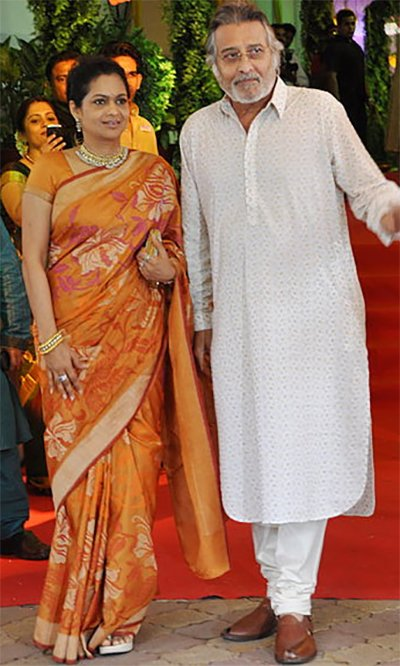 vinod khanna with second wife kavita khanna during a funtion