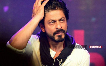 Shah Rukh Khan's Fan Slashes Wrists Outside Mannat. When Love Turns Into Madness!