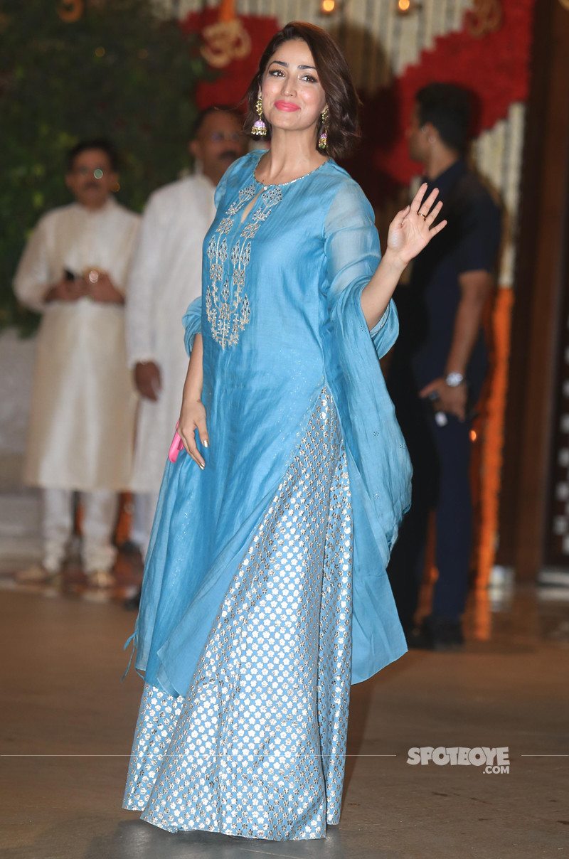 yami gautam snapped at ambani ganesh celebration