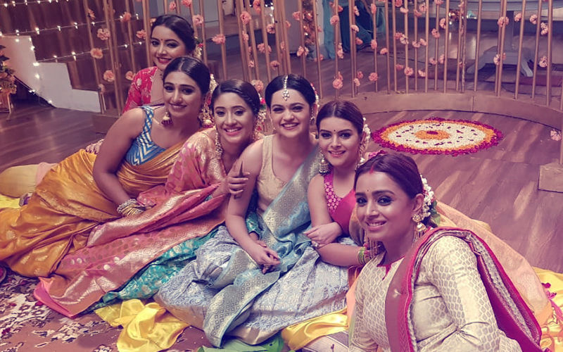 Yeh Rishta Kya Kehlata Hai: Anmol & Mansi's Mehendi Celebration Sees The Cast Dressed In Their Finery