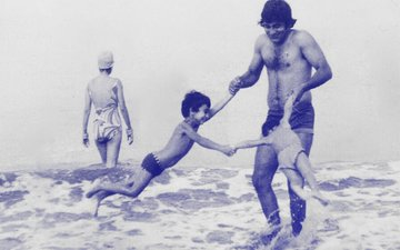 Rahul Khanna Shares Never-Seen-Before Photo Of Vinod Khanna At The Beach