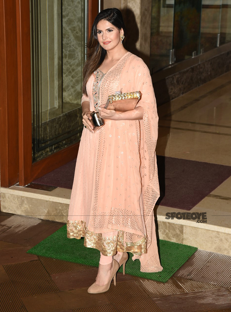 zareen khan at sanjay dutts ganpati festivities