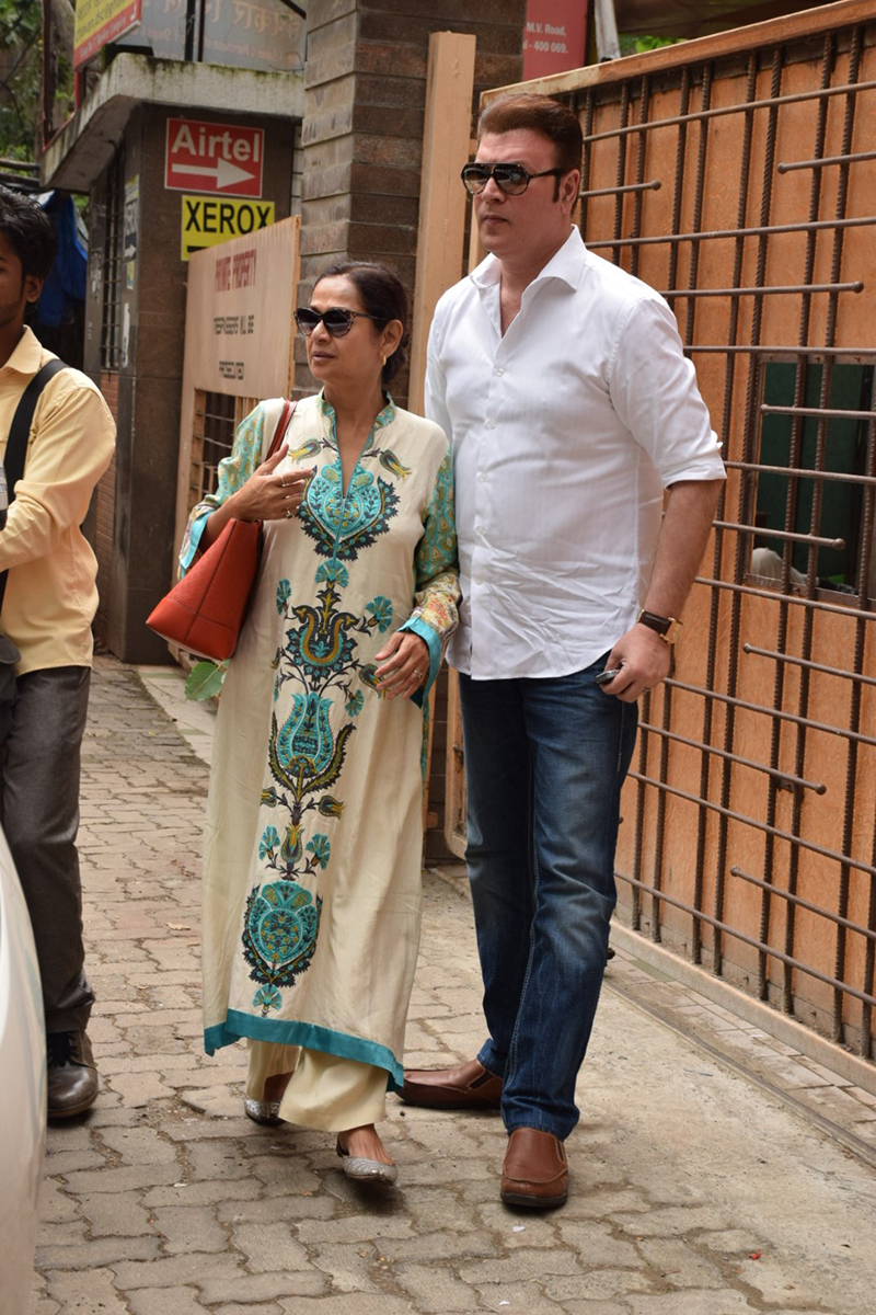 zarina wahab with aditya pancholi at andheri court